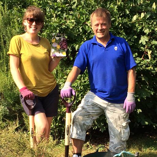 Roots and Boots participant Dave with Brighton & Hove Food Partnership community gardener Rosie Linford