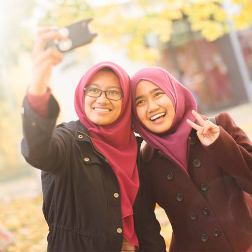 Two women taking a selfie photo on campus tour