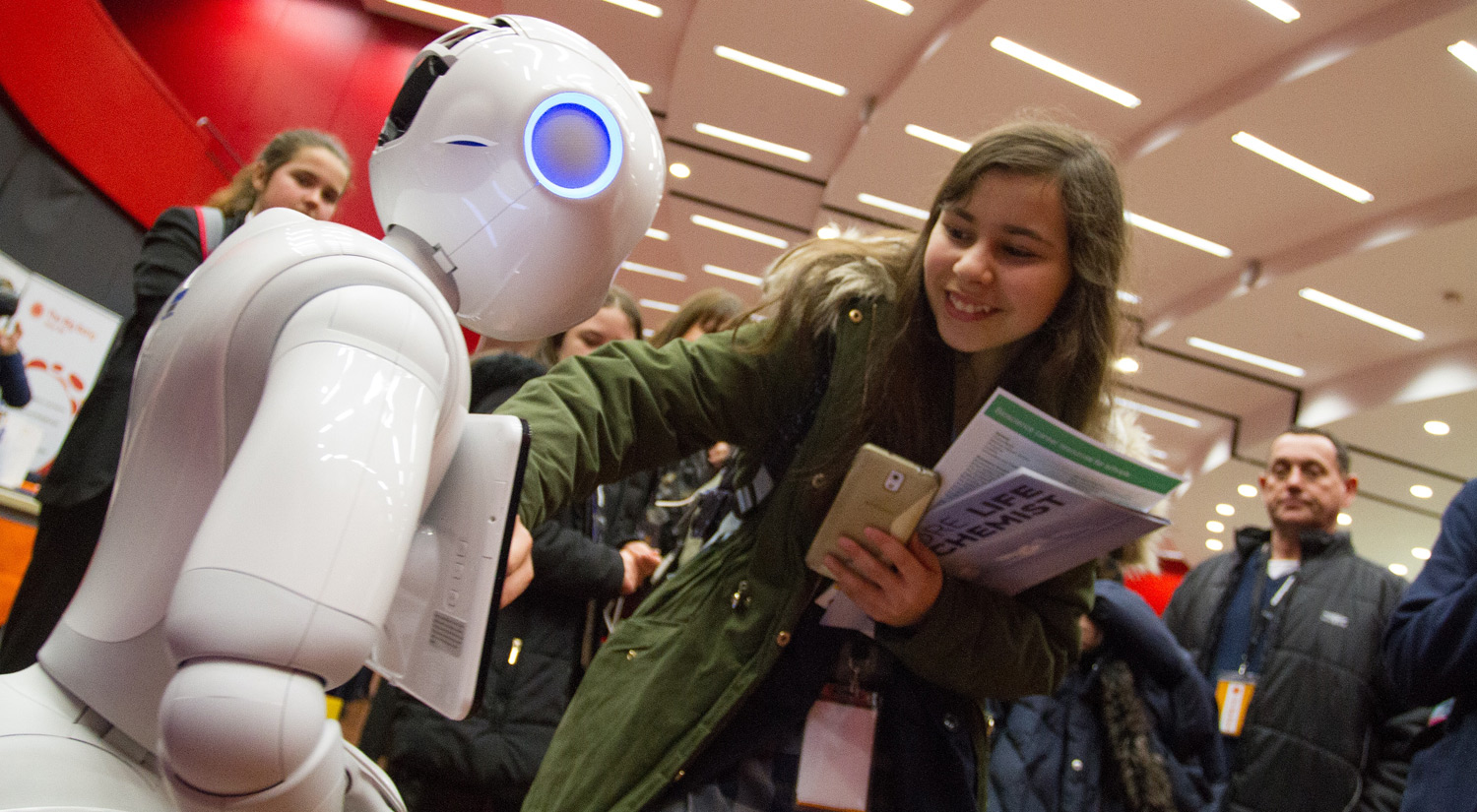 He can dance, he can play, and he can certainly entertain hundreds of Big Bang visitors – it's Pepper the robot!