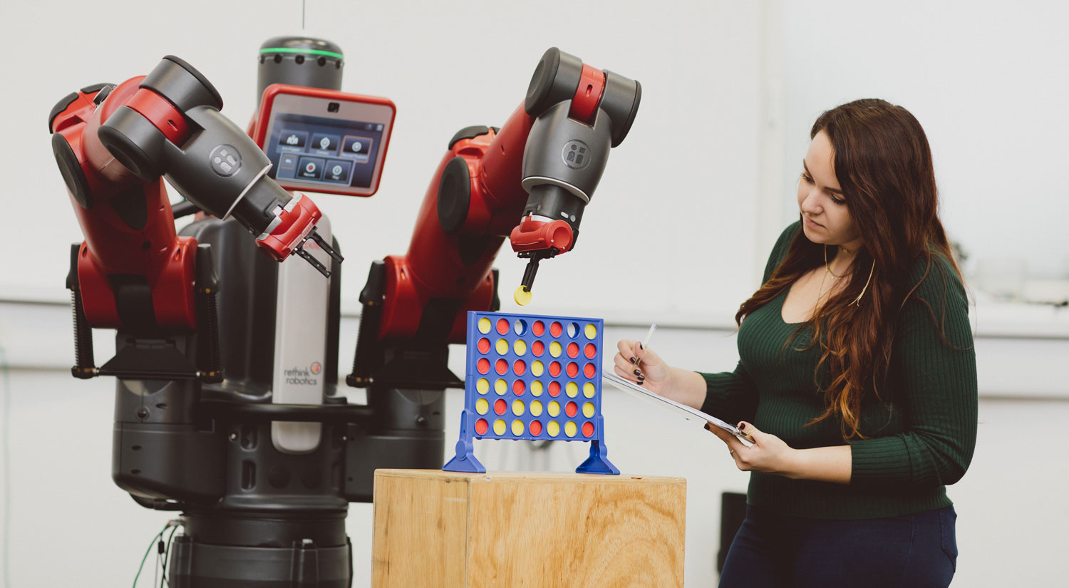 Student analysing a robot playing connect 4